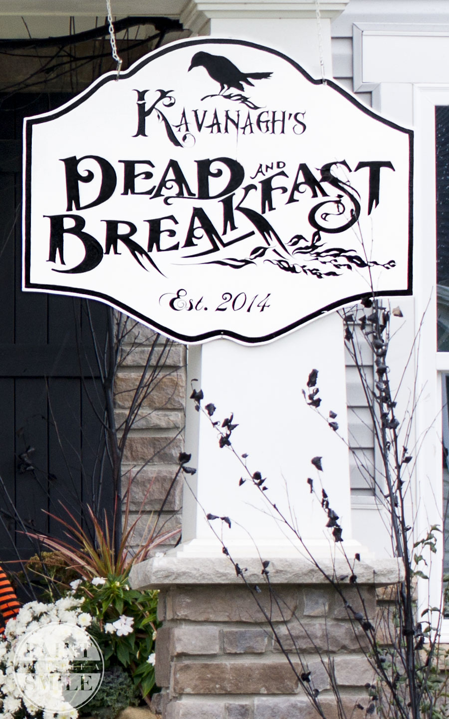 Check out this super fun tutorial to make your own DEAD and Breakfast sign for Halloween.