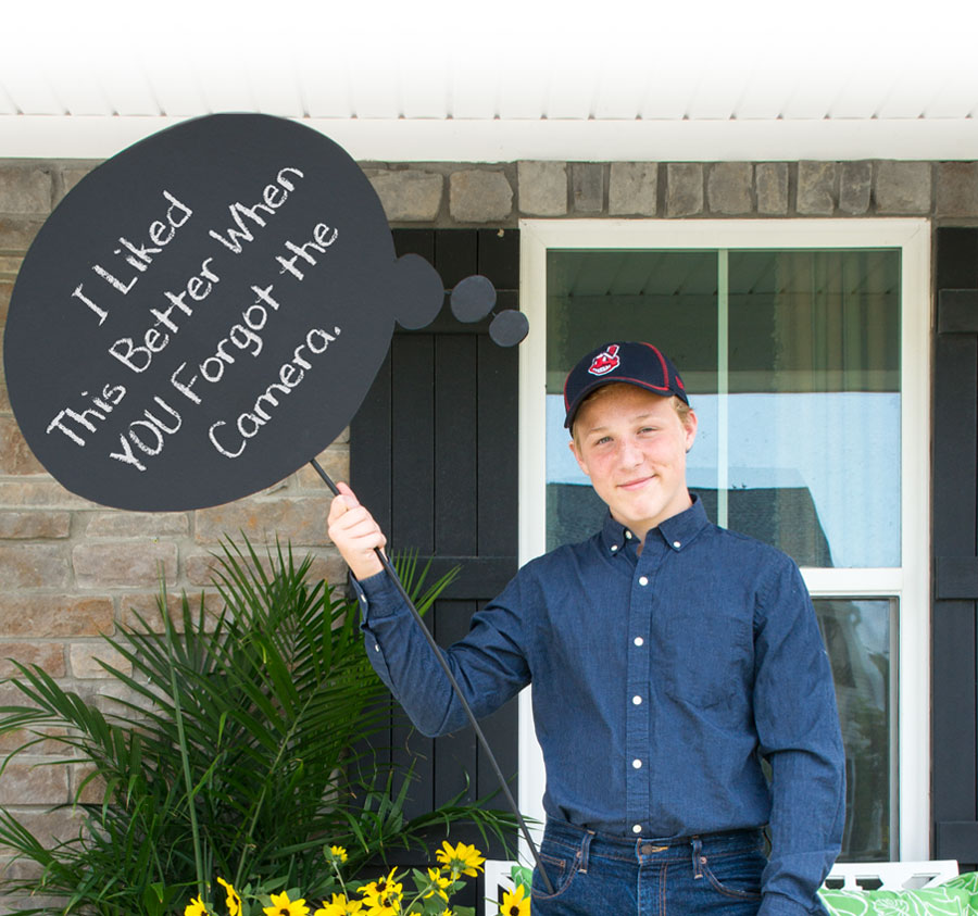 Quick and easy DIY back to school photo props for a great 1st day of school picture. Back to school photo ideas
