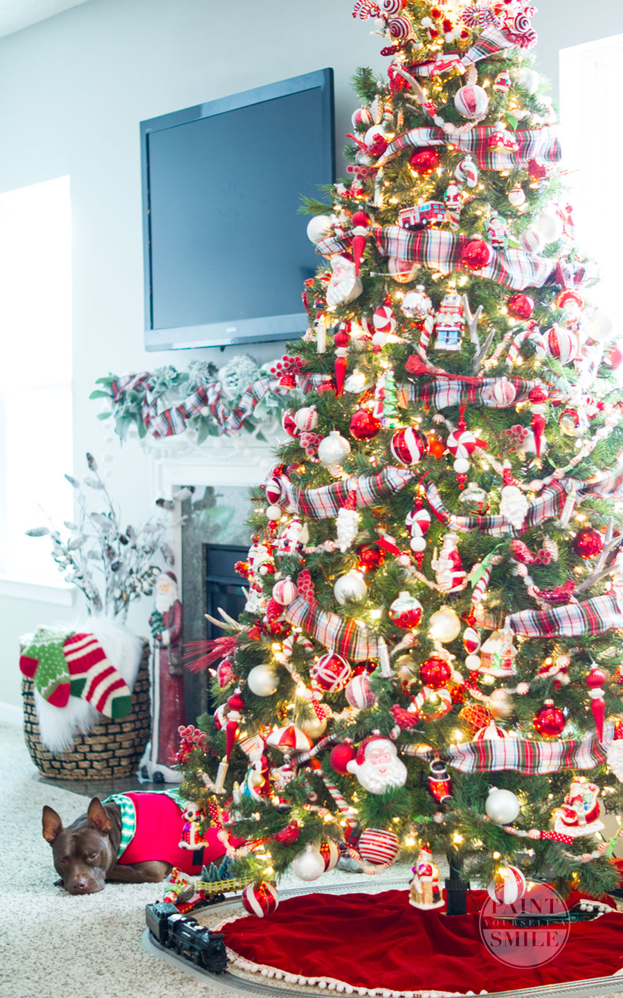Classic budget friendly red & white plaid Christmas décor from Paint Yourself a Smile Christmas Home Tour.